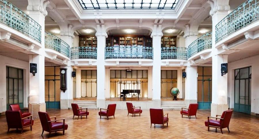 Biblioteca in centro stile liberty milano for Designer a milano