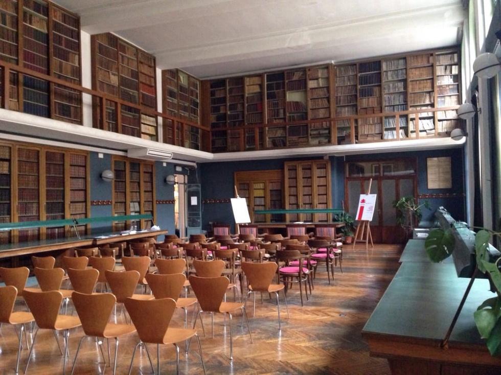 Biblioteca in centro stile liberty milano